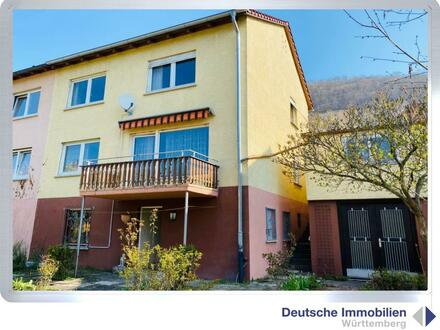 Familienglück: teilrenovierte DHH mit Einzelgarage in Geislingen