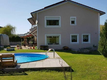 Geräumiges Wohnhaus mit schönem Garten in Passau ! Zwei separate Wohnungen möglich !