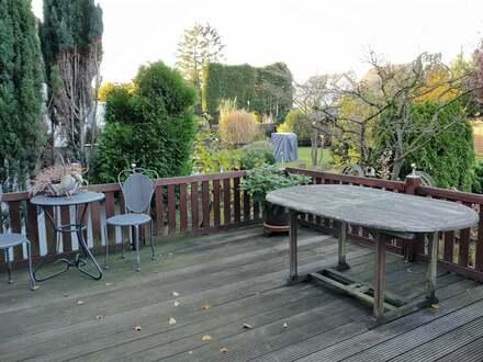 Einfamilien-Doppelhaushälfte mit Garten und Garage