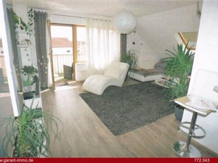 * 2 Zimmer-Maisonette-Dachgeschoss-Wohnung mit großzügigem Wohnbereich, Balkon und Stellplatz *