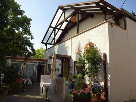 Kapitalanlage! Idyllische Maisonette-Eigentumswohnung mit Terrasse und Balkon im Hinterhaus!