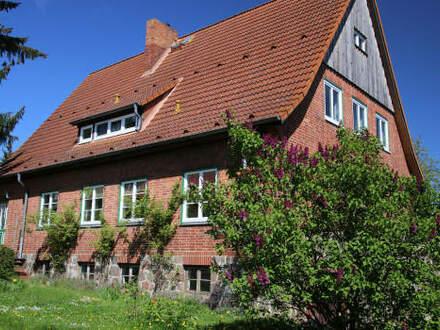 Sehr gepflegtes Wohn- und Geschäftshaus mit großzügigem Grundstück