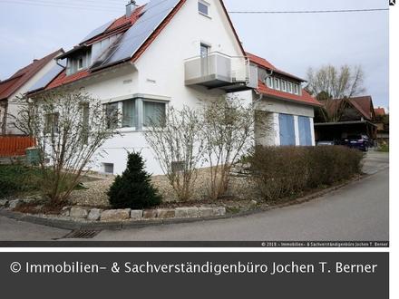 Ein- 2 Fam. Haus in der Grundwiesensiedlung mit 3 Garagen - bezugsbereit