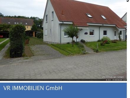 Linke Doppelhaushälfte mit gepflegtem Grundstück in ruhiger Lage