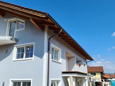 Erstbezug: schöne lichtdurchflutete 3,5 -Zimmer-Wohnung mit Südbalkon und Gartenmitbenutzung in Surheim