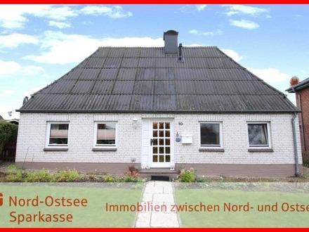 Kleines Haus mit Potenzial in zentraler Lage von Gelting