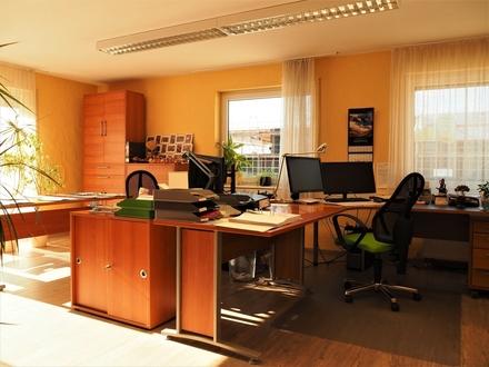 Wernau am Neckar: Helle, großzügige Büroräume zu vermieten!