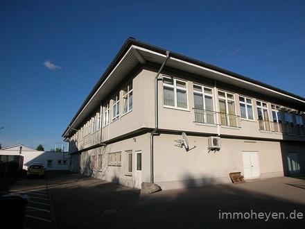 Solide Anlage: barrierefrei: Helle, moderne Wohn-/Büro-/Praxisräume mit ausreichenden Parkflächen
