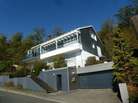 Einfamilienhaus mit Einliegerwohnung mit tollem Ausblick in zentrumsnaher Lage von Siegen