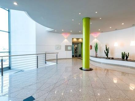 Helle, moderne Büro-, oder Servicefläche