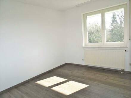 3,5 Zimmer-Obergeschoss-Wohnung mit Balkon, TG-STP uvm.