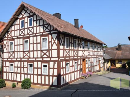 Malerisches, renov.-bed. Bauernhaus mit Stall, Scheune, 2 Garagen
