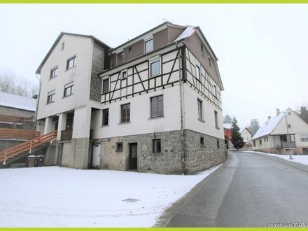 Mehrparteienhaus mit 2 Gewerbeeinheiten und großer Holzhalle