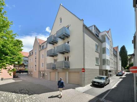 Die großzügige 2-Zimmer-Wohnung mit verglastem Balkon und 2 weiteren Balkonen