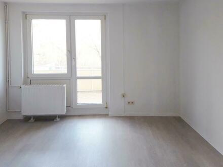 **RENOVIERT** Laminat // Balkon // Tageslichtbad + Wanne // EBK optional*