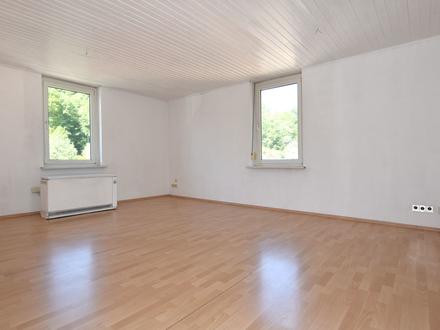 gut geschnittene 3-Zimmer Wohnung in RV-Ost mit Garten hinterm Haus - sofort beziehbar