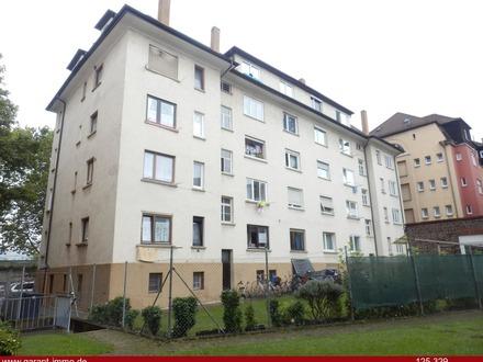 Zentrale Lage, Dachgeschosswohnung mit Renovierungsbedarf - vermietet