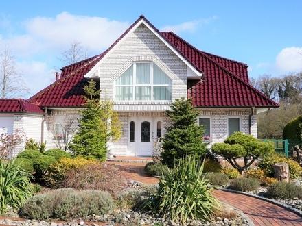 Stilvolles Einfamilienhaus mit Garage und Blick ins Grüne in netter Siedlungslage!