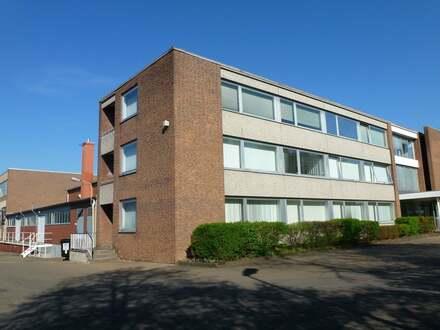 2 Gewerbehallen mit Büros, Verwaltung und Sozialräumen