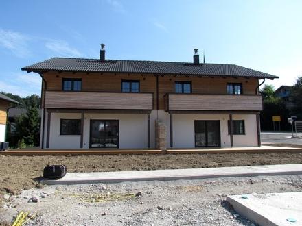 Neubau von 12 Doppelhaushälften - idyllisch gelegen am Bachlauf