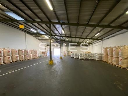 ca. 1.000 m² Lager- und Umschlagshalle
