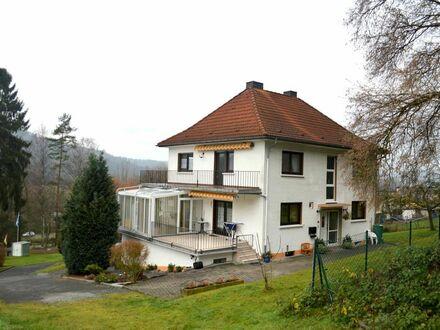 Stilvolles Ein- bis Zweifamilienhaus auf parkähnlichem Grundstück