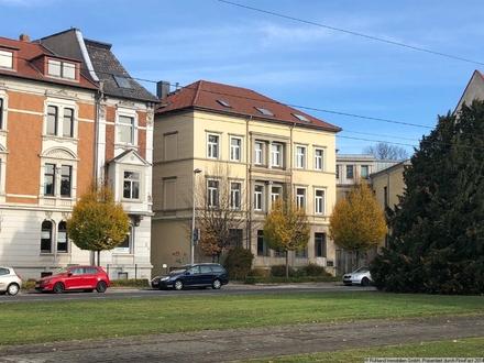 Beletage am Lessingplatz mit Balkon und Parkplätzen