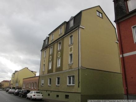 Zentrumsnahes Mehrfamilienhaus mit Garagen und Nebengebäude!