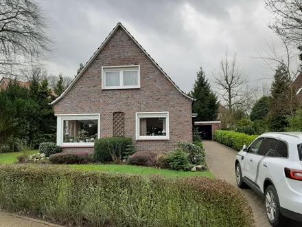 Großzügiges Einfamilienhaus mit 6 Zimmern und ca. 800 qm Sonnengarten zentrumsnah und provisionsfrei zu verkaufen.