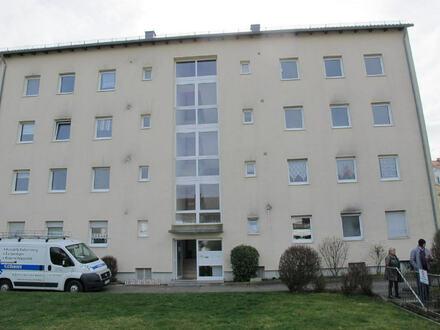 Familienfreundliche 4 Zimmer Wohnung (2.OG) m. Balkon u. Tiefgarage in Burgkirchen