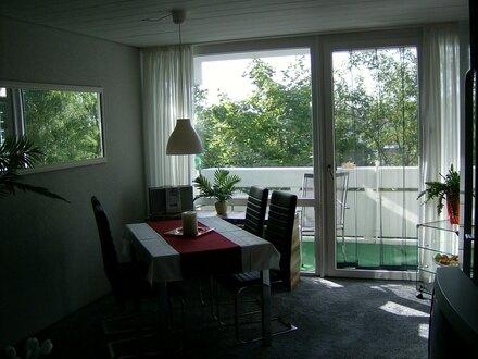 Vollmöblierte 2-Zimmer-Wohnung mit balkon und Autostellplatz zu vermieten