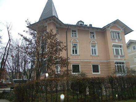 *Charmante 4,5 Zim.-Wohnung in gepflegter Jugendstil-Villa, zentrale Lage, Nähe Klinik/Bahnhof, kleines Haustier OK*