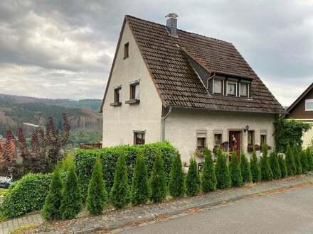 Sonne, Fernblick & großer Garten - Freistehendes Einfamilienhaus mit Garage in Mudersbach