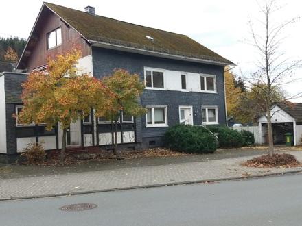 2-Familienhaus mit Gewerbeeinheit, zentral W.-Obersdorf
