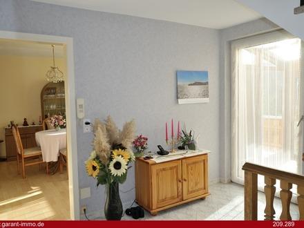 Liebevoll erneuerte Doppelhaushälfte mit Charme, Werkstatt und Garten