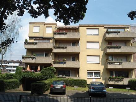 Strassenansicht - Balkon liegt in der Mitte