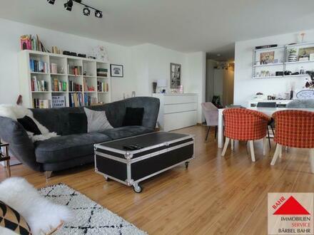 Großzügige und helle Erdgeschosswohnung mit Einbauküche