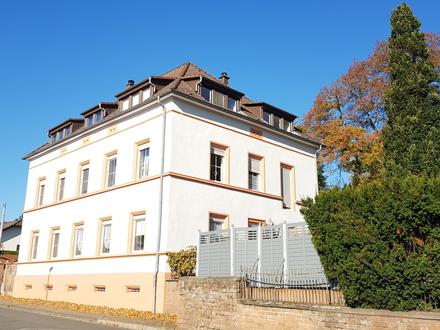 Schöne helle Maisonette-Wohnung in eleganter Villa, ideal für die Familie