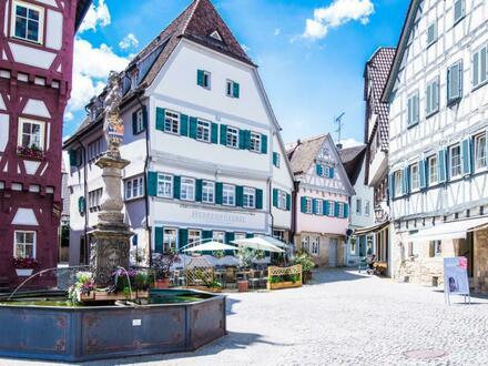 Repräsentatives und geschmackvolles Restaurant/Hotel und 3 Wohnungen auf historischen Marktplatz