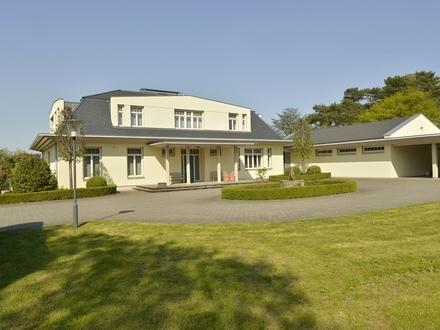 Professionelles Gestüt mit luxuriösem Wohnhaus und Nebengebäuden auf 20 ha Grundstück nah bei Bonn