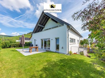 Exklusive 6-Zi.-Whg auf 2 Ebenen in 2-FH mit großem Garten und Garage in fantastischer Naturrandlage