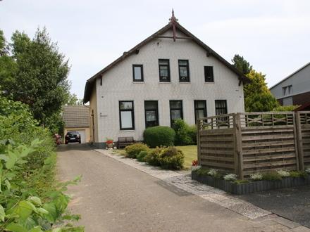 Dorum: Genug Platz f. 3 Familien: 2-Fam.-Haus + Bungalow+ großes Grundstück, tolle Lage Obj. 4816
