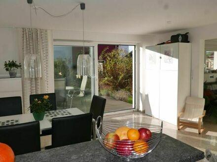 Herrenberg: Das perfekte Familienheim - kernsanierte DHH mit Hightech - Ausstattung