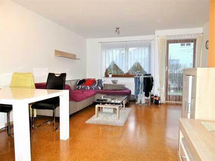 Zwei Zimmer EG Wohnung mit EBK u. TG.