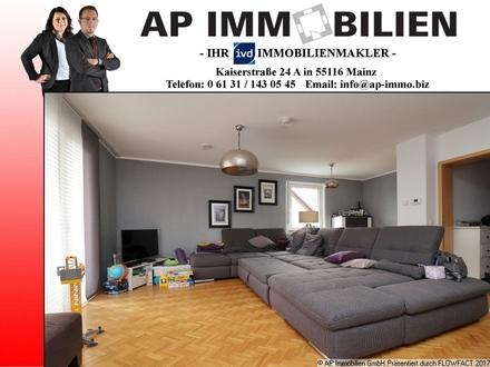 URLAUBSFLAIR DAS GANZ JAHR! Idyllische 4-Zimmer-Maisonettewohnung mit 2 Balkonen und vielen Extras.