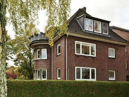 TT Immobilien bietet Ihnen: Schöne Villenviertel-Wohnung mit großem Balkon in solidem Klinkerhaus!
