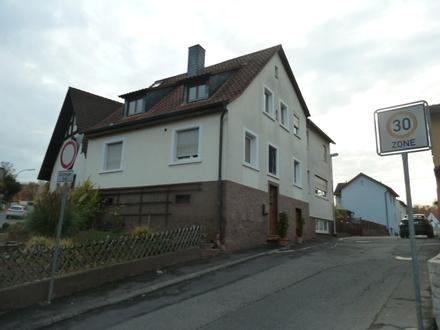 1 Fam. Wohnhaus mit kleinem Nebengebäude und Garage