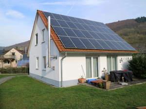 Neuwertiges Einfamilienhaus mit Doppelcarport