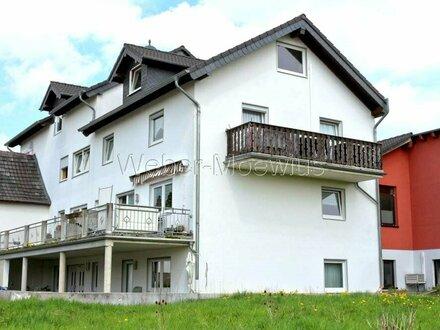Kapitalanlage: 5-Parteienhaus Baujahr 2006 mit 5 Stellplätzen auf 889 m² Grundstück