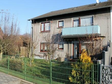 Zweifamilienhaus mit schönem Gartengrundstück (Erbbaurecht) + zwei Garagen - Iserlohn-Hennen